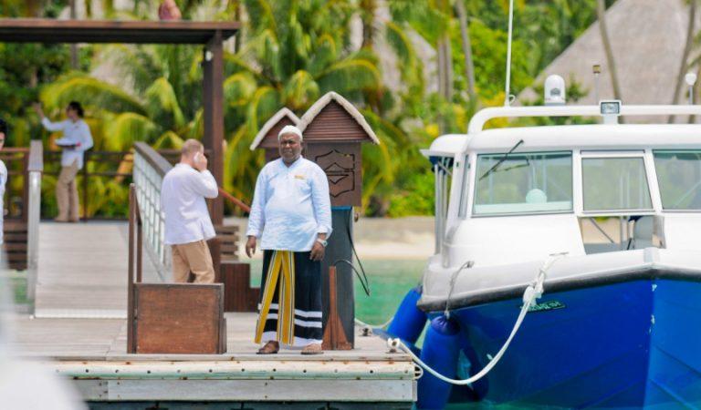 الحكومة المالديفية تحظر مؤقتا قضاء العطلات في المنتجعات للمحليين
