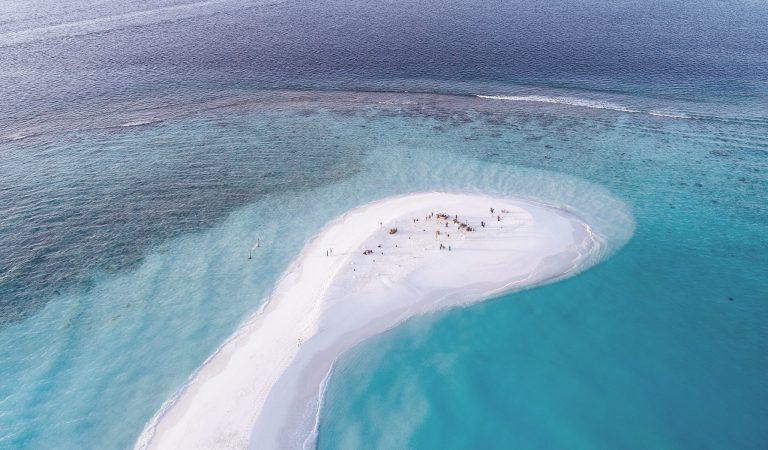 شركة سياحية بريطانية تستأنف رحلاتها بعد كورونا إلى المالديف